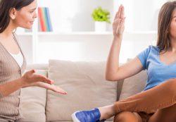 Хамство подростка: простить или бороться?