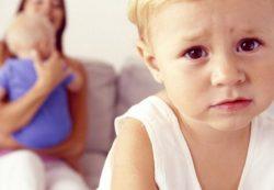 Ревность старшего ребенка: как ее избежать