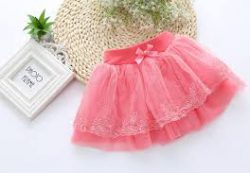 Пышные юбки – универсальное одеяние для юной принцессы