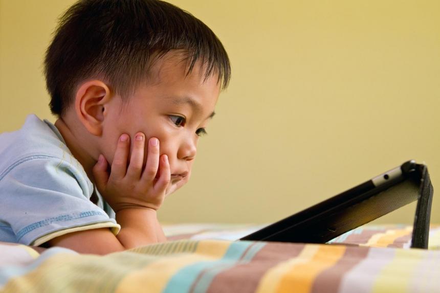 Наука доказала вред планшетов для детей