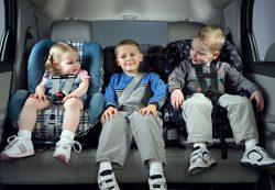 Как правильно и безопасно перевозить ребенка в машине?