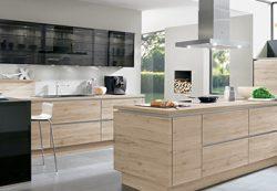 Оснащение кухни деревянной мебелью