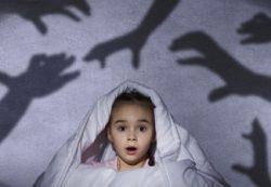 Почему дети боятся темноты и что делать? Советы психолога