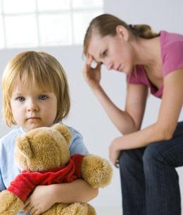 Как научить ребенка есть ложкой самому?