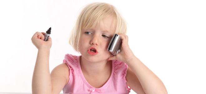 Какой телефон купить ребенку в первый класс?