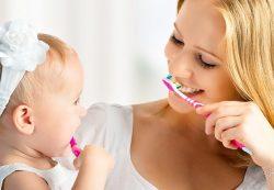 Как чистить зубы маленьким детям?