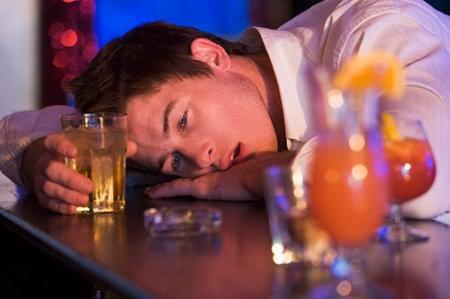 Главные симптомы разных стадий алкогольной зависимости