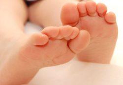 Подушка для новорожденного – нужна ли и какая