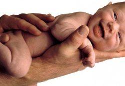 Икота у новорожденных после кормления – что делать?