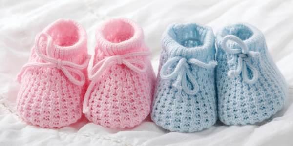 Как просто связать спицами очаровательные пинетки для малыша