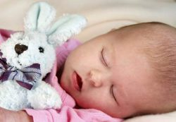 Сколько часов должны спать новорожденные малыши