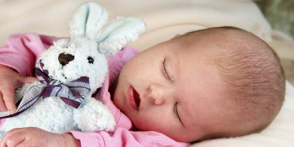 Когда у новорожденных появляются слезы