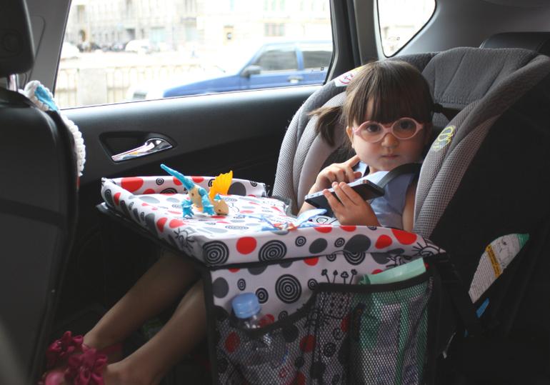 Чем занять детей в машине?