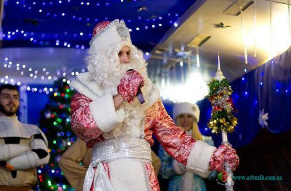Прокат костюма Деда Мороза и Снегурочки.