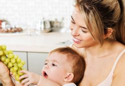Какие фрукты, ягоды и овощи можно кушать кормящим мамам после родов