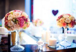 Стоит ли заказывать на свадьбу живые цветы?