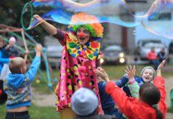 Шоу мыльных пузырей — радость для детей