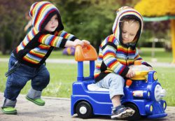 Какими должны быть игрушки для мальчиков