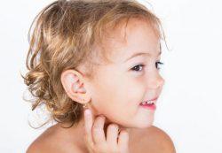 Как проколоть уши ребенку, чтобы не навредить