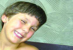 Что делать, если ребенок часто моргает глазами?