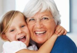 Бабушки и дедушки могут навредить здоровью своих внуков