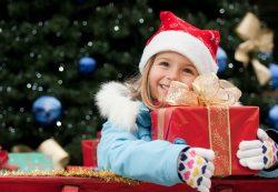 Что можно подарить ребенку на Рождество?
