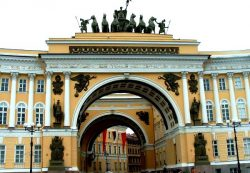 Великолепие дворцовых сводов: Гостиный двор