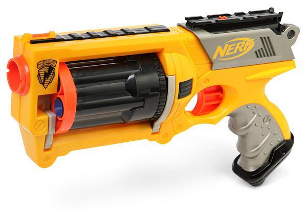 Игрушечный пистолет как один из лучших подарков мальчику
