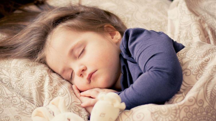 Что делать, если на лице у новорожденного появились жировики