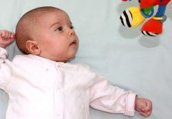 Кривошея у ребенка: симптомы и лечение