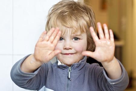 У ребёнка запах изо рта ацетоном: причины запаха