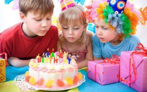 Детский день рождения: выбор подарка, особенности детского стола, прощание с гостями