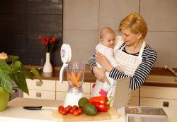Зачем кормящей маме диета