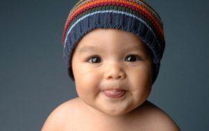 Почему ребенок постоянно высовывает язык?