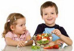 Как научить ребенка питаться правильно
