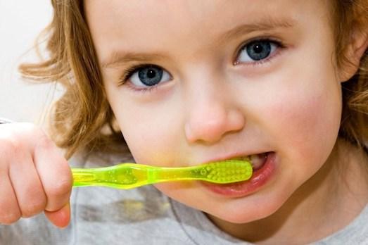 Как ухаживать за молочными зубами?