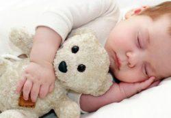 Отучить ребенка от укачивания: как это сделать?