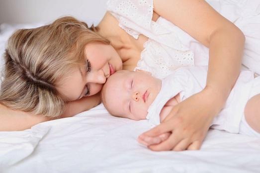 Кормить ли ребенка, если в грудном молоке микробы