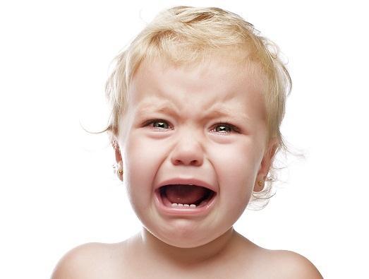 Если ребенок съел песок: что делать родителям