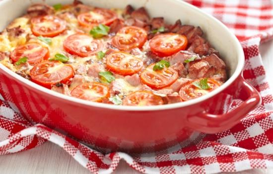 Сытная мясная запеканка с прованскими травами и помидорами