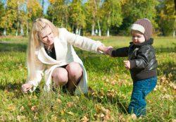 Как научить ребенка ходить: первые шаги ребенка по этапам