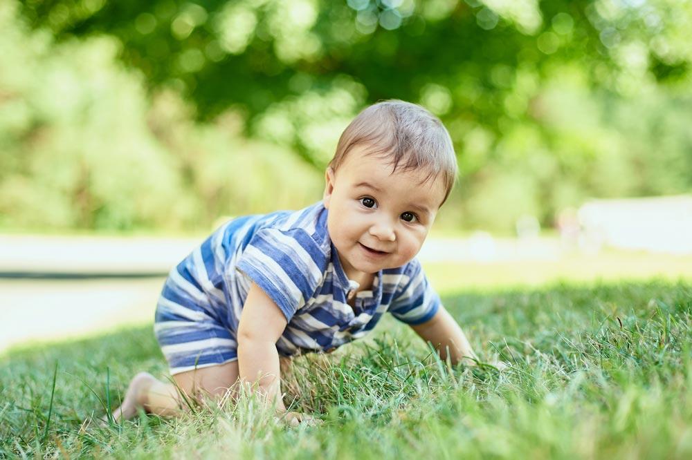 Чтобы ребенок начал ползать: игры и упражнения