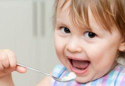 Как приучить ребенка есть самостоятельно