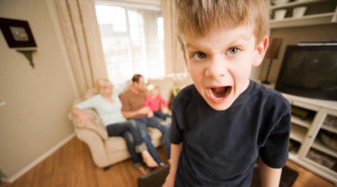 Половина родителей боится истерических приступов детей