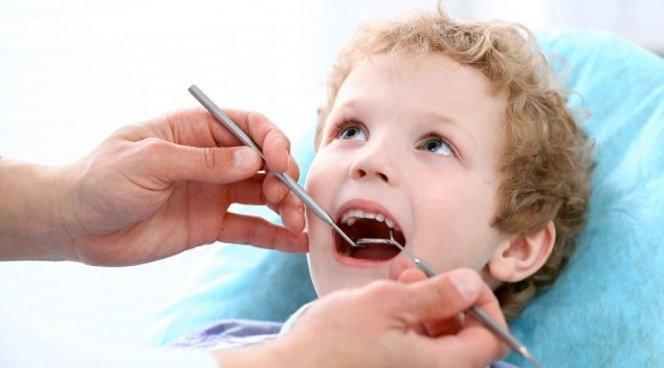 Каждый седьмой малыш в три года уже страдает от кариеса