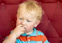 Как удалить занозу у ребёнка без иглы