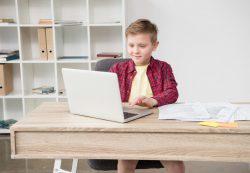 Ребенок прогуливает школу, хамит и сидит в компьютере по ночам