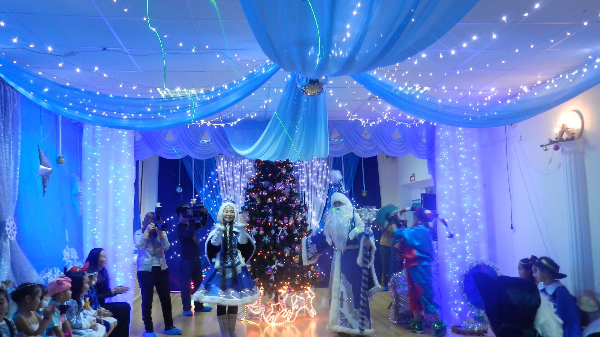 Украшение зала на новый год