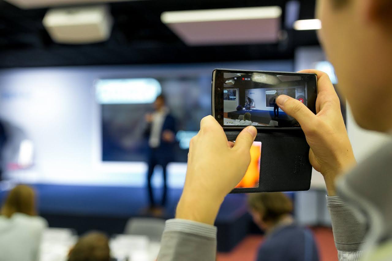 Видеоролик о компании — отличная возможность выгодно представить себя потенциальным клиентам.
