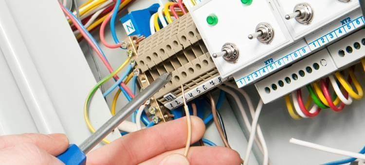 Как быстро решить проблему с электрикой в СПб и Ленинградской области?